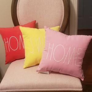 Rae Dunn pillow set